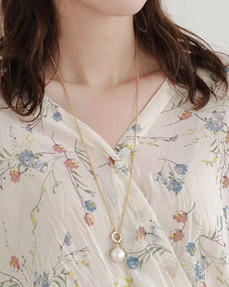 [V,Collect] Pearl Pendant Toggle Necklace